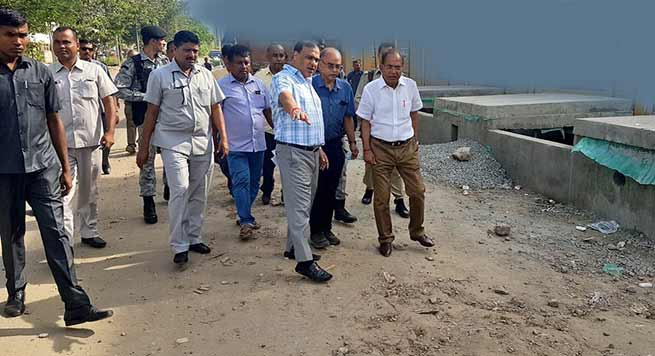 Assam: Himanta inspects roads from Six Mile to VIP road