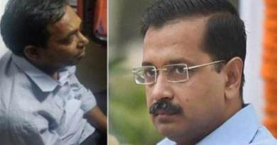 Delhi: CM Arvind Kejriwal attacked with Chilli Powder