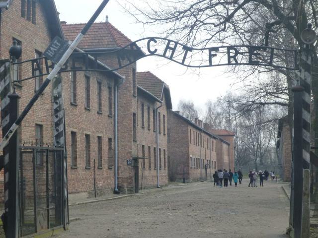 Nigdy Więcej Wojny: Touring Auschwitz German Nazi Concentration Camp