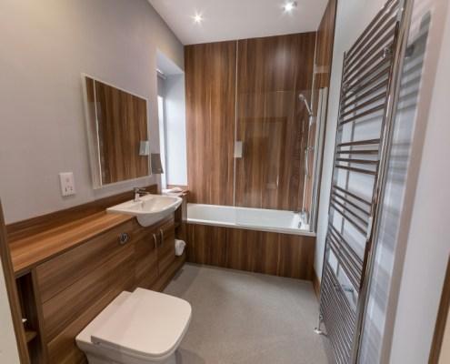 Ensuite facilities in premier NC500 room with bath