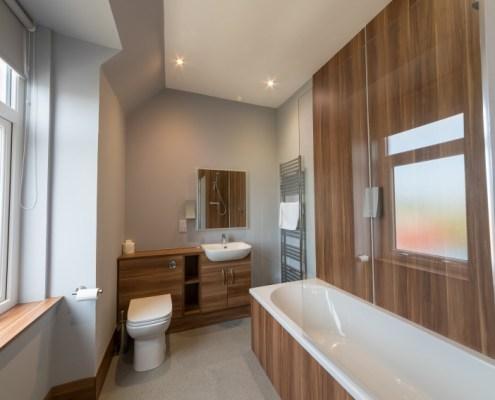 Ensuite facilities in premier room with bath