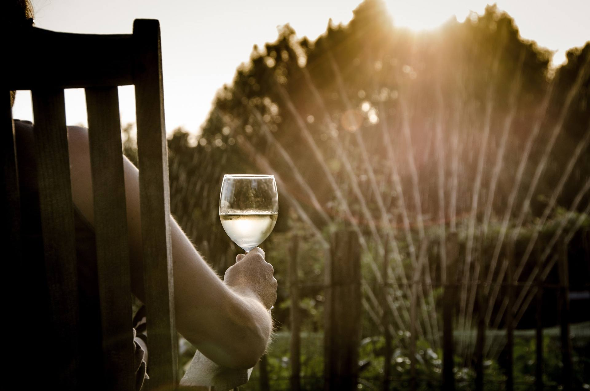 5 Thirst Quenching White Wines to Beat the Heat this Summer