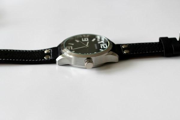 oozoo horloge zijkant