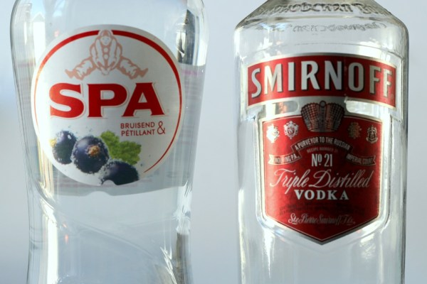 spa_bruisend_zwarte_bes_met_smirnoff_wodka_vodka_cocktail
