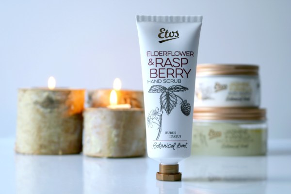etos_botanical_boost_review_handscrub_elderflower_raspberry