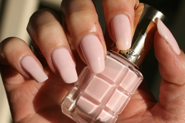 review Loreal color riche oil infused nailpolish brilliantnails 220 dimanche apres midi