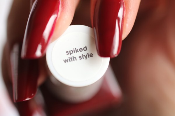 20-essie-gel-look-spiked-with-stylel