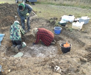 Excavating the burial at Kelshall
