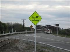 Cyclist warning sign