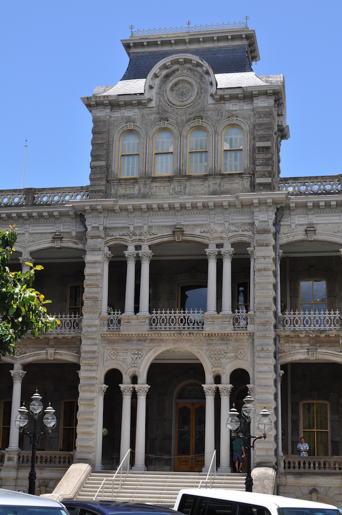 Iolani Palace backside