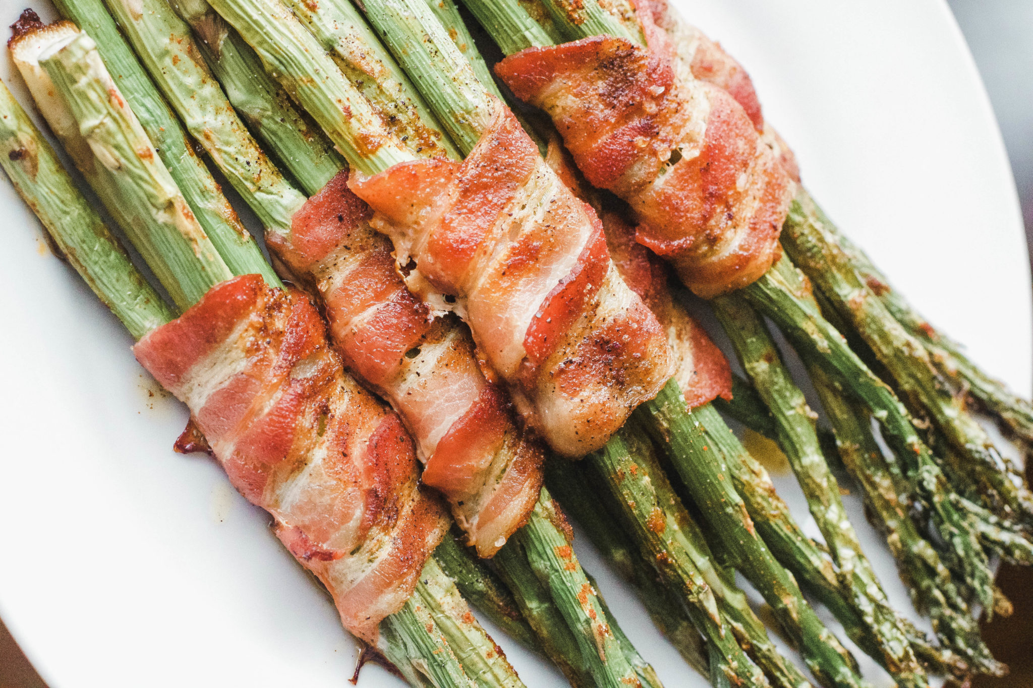 Bacon Wrapped Asparagus is the perfect side dish at dinnertime. Great for lunch or meal prepping as well. They're full of flavour and only 20 minutes to make! Brakfast | Lunch | Dinner | Sides | Side Dish | Uncured Bacon | Organic | NON GMO | Paleo | Whole 30 | Gluten-free | GF | Easy | Quick | Vegetables | Veggies | Keto | Ketogenic Diet | Weight Loss | Lose Weight | Low Carb | Protein |
