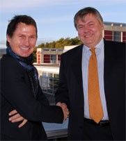 Petter Stordalen, owner and chairman of Choice hotels chain, and Henrik O. Madsen, DNV CEO, shake hands when the agreement to certify the hotel chain was made. Photo DNV.