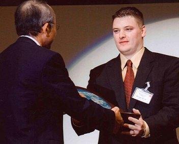 HONOR: Hydro's Brian Ehler receives the award from Toyota president and representative director Katsuaki Watanabe. Photo: Hydro.