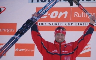 TRUE CHAMPION: Ole Einar Bjørndalen won the overall World Cup in biathlon for the sixth time and was once again elected AIPS Nordic Ski and Biathlon Commission's Biathlon Athlete of the Year, 2009. Photo/Rolf Arne Odiin