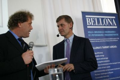 "Bellona President Frederic Hauge hands over the Bellona produced ""Norway's All-Encompassing Climate Plan"" to Norwegian Environmental Minister Erik Solheim. Photo: Anne Karin Sæther/Bellona."