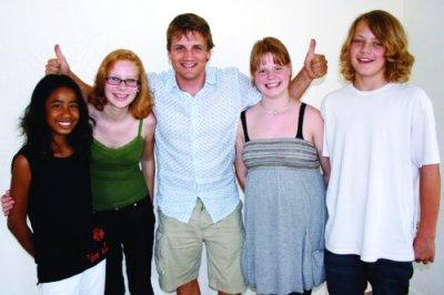 Ståle Heggset (middle) with Simone Gramstad (left), Margrethe Hopstock Havgar, Anna Hopstock Havgar and Enok Gramstad. Photo: Inger-Torill Kirkeby.
