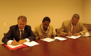 The new agreement is signed at the Grenada Permanent Mission to the United Nations Photo: Siv Helén Strømland/ MFA