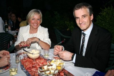 "Norway's Minister of Foreign Affairs Jonas Gahr Støre and Consul General in New York, Ambassador Sissel Breie enjoying Norwegian Shrimp at a rooftop reception. The Minister  visited the Norwegian Seamen's Church in New York City on June14 and spoke about his book ""Å gjøre en forskjell"" (Making a difference), which was published in 2008. Read an article next week about his visit to New York. Photo by Berit Hessen."