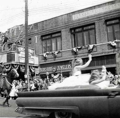 Miss Norway parade in Bay Ridge, Brooklyn, N.Y. Photo: Scandinavian East Coast Museum