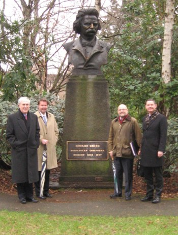 Ambassador Barry White (far left) at the Edvard Grieg Garden at the University of Washington. Photo courtesy of the University of Washington.