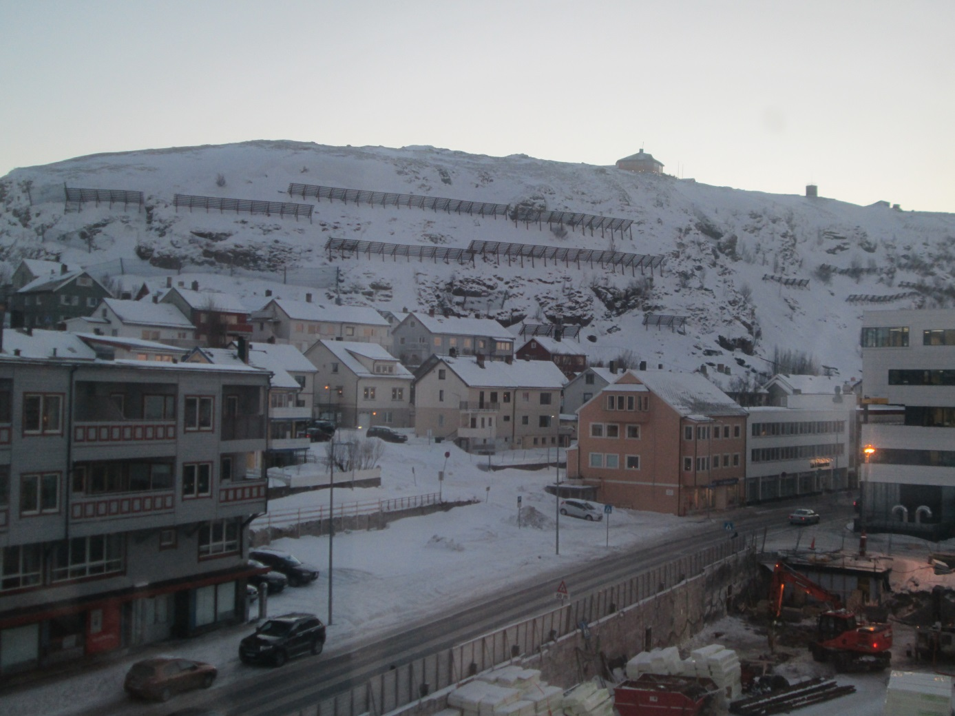 Photo: Ove Røeggen Hammerfest with the mountain Salen.  Salen is situated in the middle of the town, and one can see  snowfences that protect the town from avalanches.