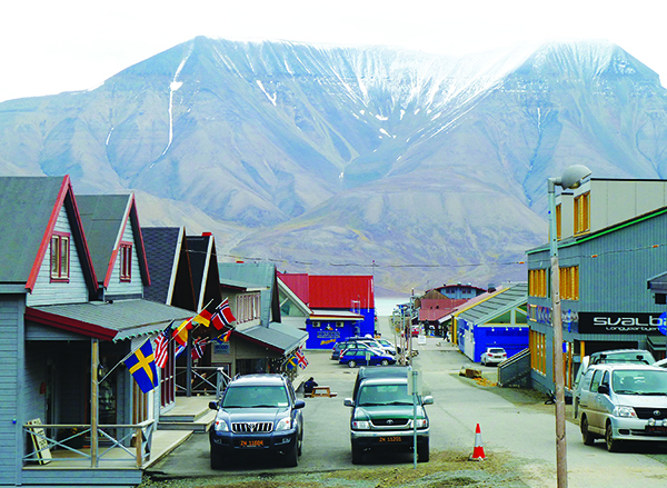 Photo: Darin Lietz The streets in Longyearbyen are unnamed, but the mountain looming just across the bay is Hiorthfjellet.
