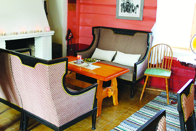 Photo: Whitney Love Living room in Ærverdige Skottgården, which has been open since 1780.