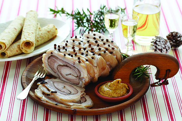 Photo: Synøve Dreyer  / TINE Mediebank Ribberull, a traditional version of the spiced meat roll, is shown here, made with pork. Almost any meat can be used in spiced cold cuts. We have even heard rumors of Alaskan moose rullepølse!