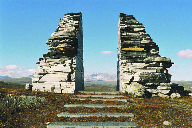 Photo: Carl S Bjurstedt / Dovrefjellrådet / Wikimedia Commons The national park monument at Hjerkinn, near National Route E6, with the mountain Snøhetta in Dovrefjell-Sunndalsfjella National Park in the background.