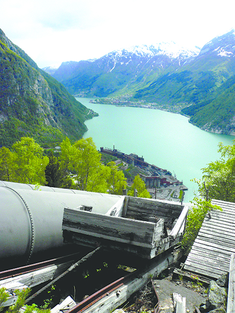 Photos: David40226543 / Wikimedia Commons Looking down at the station along the old pipes, with one of Norway's beautiful fjords as backdrop.