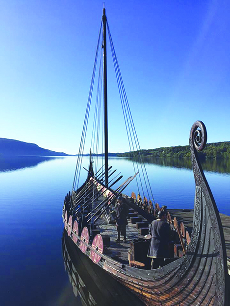 Photo courtesy of Olavs Menn Åsa waits for pilgrims.