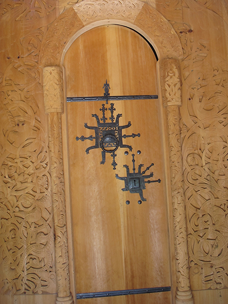 Photo: Thor A. Larsen Intricate interior carvings were the work of Rosanna Coyne, with metalwork by local blacksmith Newton Millham.