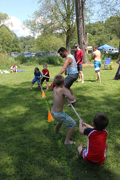 Photo: Solveig Lee Chris Varness moderates a game of tug-of-war.