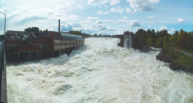 Photo: Holav / Wikimedia Commons Norway has a lot of water to deal with in normal times—like this larger than usual spring flood in Hønefoss in 2013. It's critical that the nation's dams withstand whatever climate change will bring.