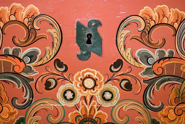 Photo: Larrie Wanberg Detail of the keyhole and the beautiful rosemaling that adorn the heirloom chest.