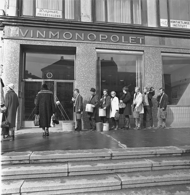Photo: Wikimedia Commons Lining up for wine: this photo is from an April Fool's joke played by Aftenposten in 1950, which said that wine would be sold cheaply to anyone bringing their own container. What a lovely thought!