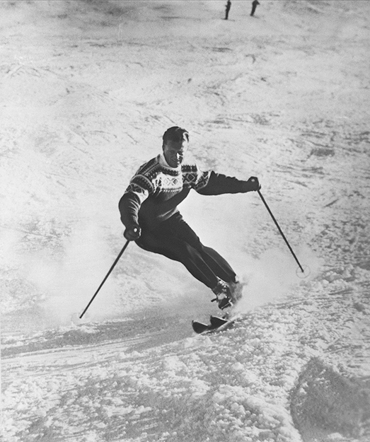 "Photo: Oslo Museum / Wikimedia Commons Stein Eriksen skiing in his ""Cortina"" pattern Norwegian sweater."