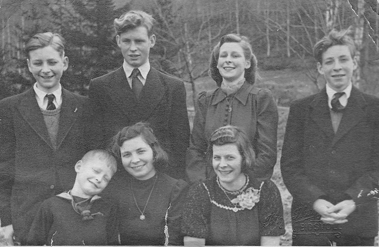 Photo courtesy of Ola Ljødal The Ljødals in 1944. Back: Ola, Knut, Kari, and Neri. Front: Gunner, Thorbjørg, and Mari.