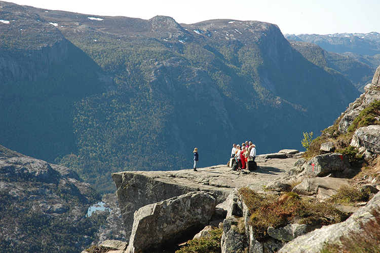 Photo courtesy of TVNorge The first episode of Alt for Norge took participants to the famous Preikestolen, among other scenic parts of Norway.