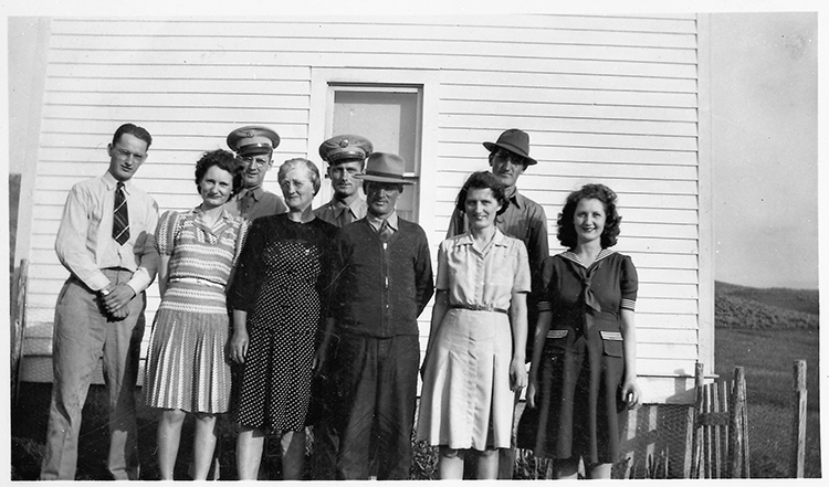 Photo courtesy of Jerry Brekke Morten and Gina Marie Brekke, center, and the family they raised on their ranch near Ringling, Montana.