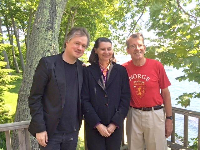 Photo: Lesley MacVane From left to right: Norwegian violinist Henning Kraggerud, Hardanger fiddler Loretta Kelley, and Maine Nordmenn member Roger Berle.