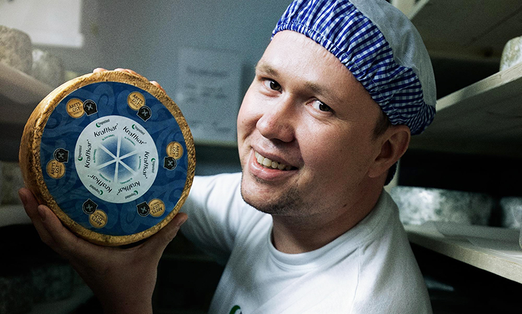 Photo: VisitNorway Dairy director Egil Smith Meyer and the award-winning Kraftkar cheese.