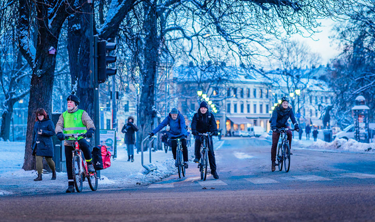 People cycling in winter in Oslo.