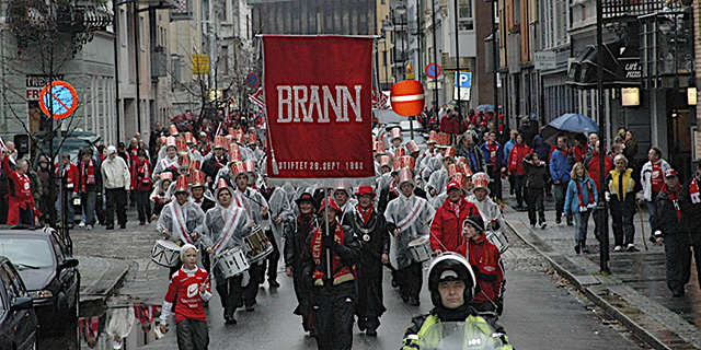 Fans on the way to Brann Stadion