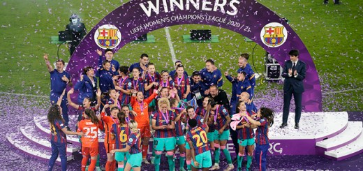 The winners circle with confetti falling around the FC Barcelona players
