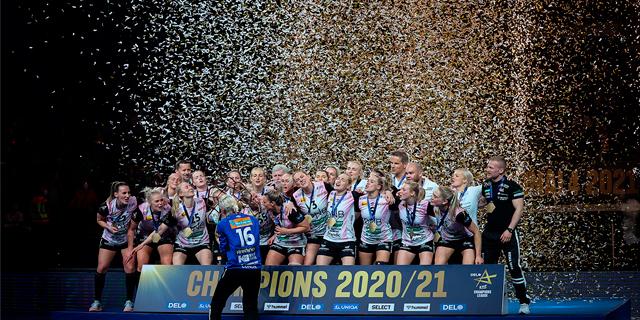 Vipers Kristiansand celebrate their win under confetti