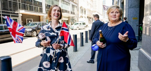 Minister of Trade and Industry Iselin Nybø and Prime Minister Erna Solberg hold Norwegian and British flags to celebrate
