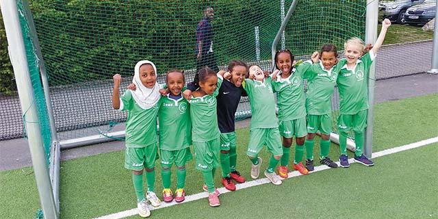 kids on a soccer team with Tøyen Sportsklubb