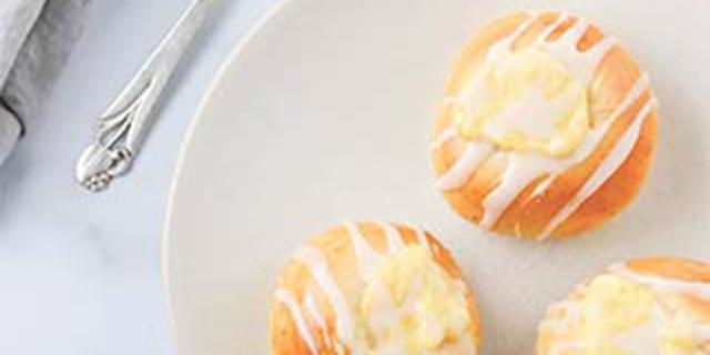 skoleboller (vanilla custard buns) on a plate