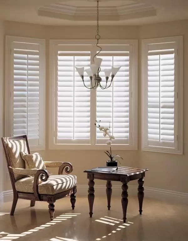 curtains are best for a bay window